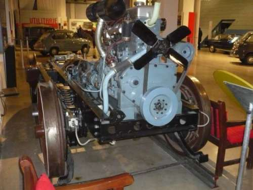 Motore di una ALb 48 esposto al museo FIAT di Totrno, foto da www.2cvclubitalia.com/