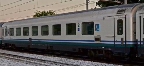 61 83 85-90 001-3 BHR I-TI in livrea XMPR. L'imperiale rimasto col bordo bianco tradisce il passaggio attraverso la livrea Frecciabianca. Foto © Vincenzo Russo da Fotoferrovie.it