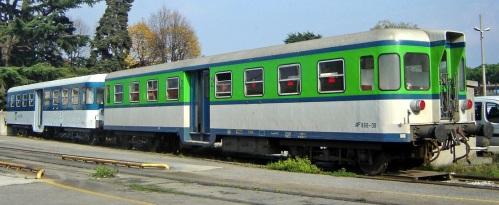 Due B68 inprecedenti livree: LeNord a sinistra, e Ferrovie Nord Milano a destra