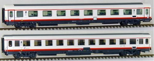 Modelli ACME in H0 dai quali si intravvedono le due diverse colorazioni grigie dell'imperiale