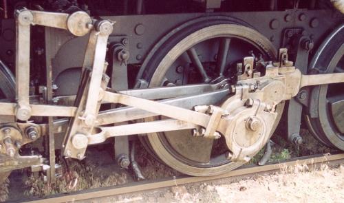 Meccanismo di distribuzione di Allan su una vecchia locomotiva austriaca.