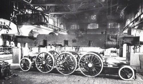 Gr.685.003 nel corso di una Grande Riparazione nel 1934: si osserva bene il carrello italiano - Foto FS tratta da marklinfan