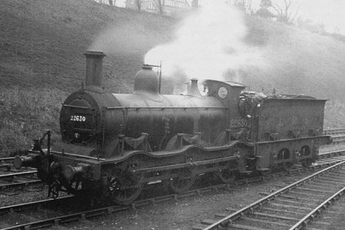 ex Midland Railway outside curved frame 0-6-0 n.22630 nel 1948 - foto da warwickshirerailways-com