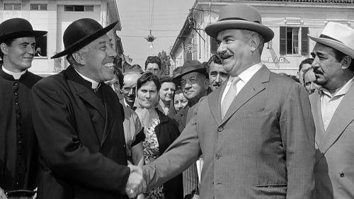 """Don Camillo con il """"cappello del prete"""", da wikimedia"""